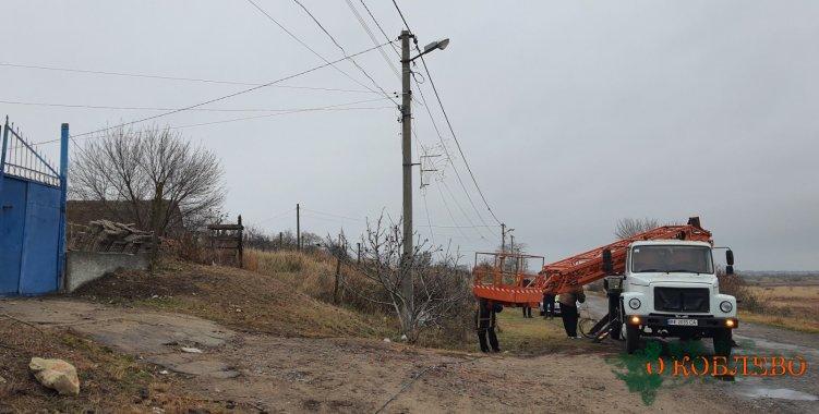 В Коблево восстановили уличное освещение после того, как неизвестный сбил столб (фото)